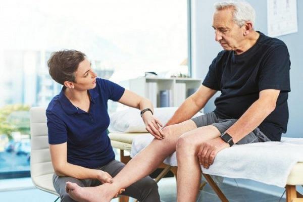 درمان زانو درد در افراد مسن